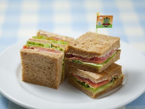スモークサーモンのサンドイッチ