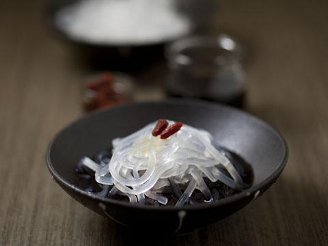 葛きり・黒豆シロップ