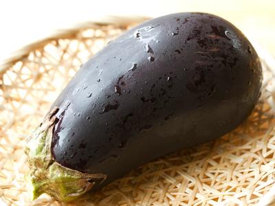 米なす:大きいわりには種が少ない。また他の茄子よりアクも少なく、大味なので油を使った料理がよく合います。