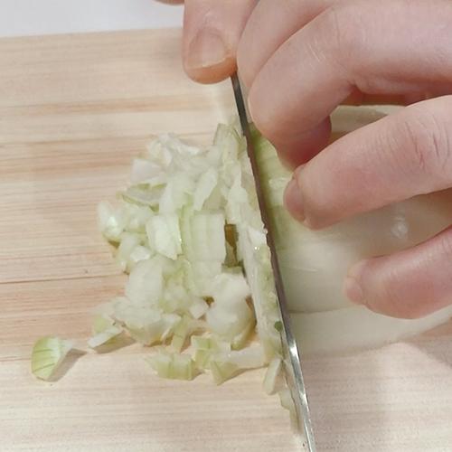繊維と直角に切っていきます。