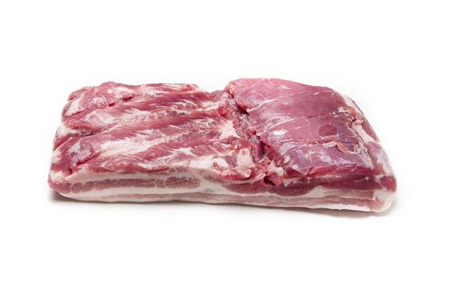バラ肉。三枚肉ともいわれ、脂が多い部分。