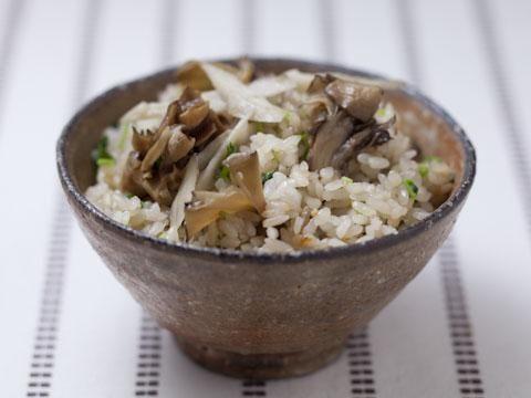 舞茸とごぼうの炊き込みご飯