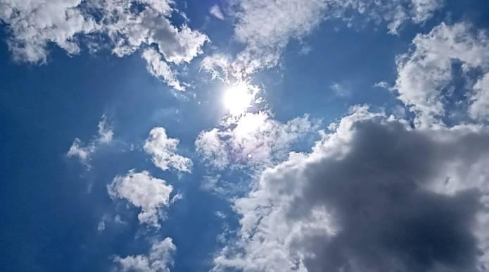 空とにらめっこ
